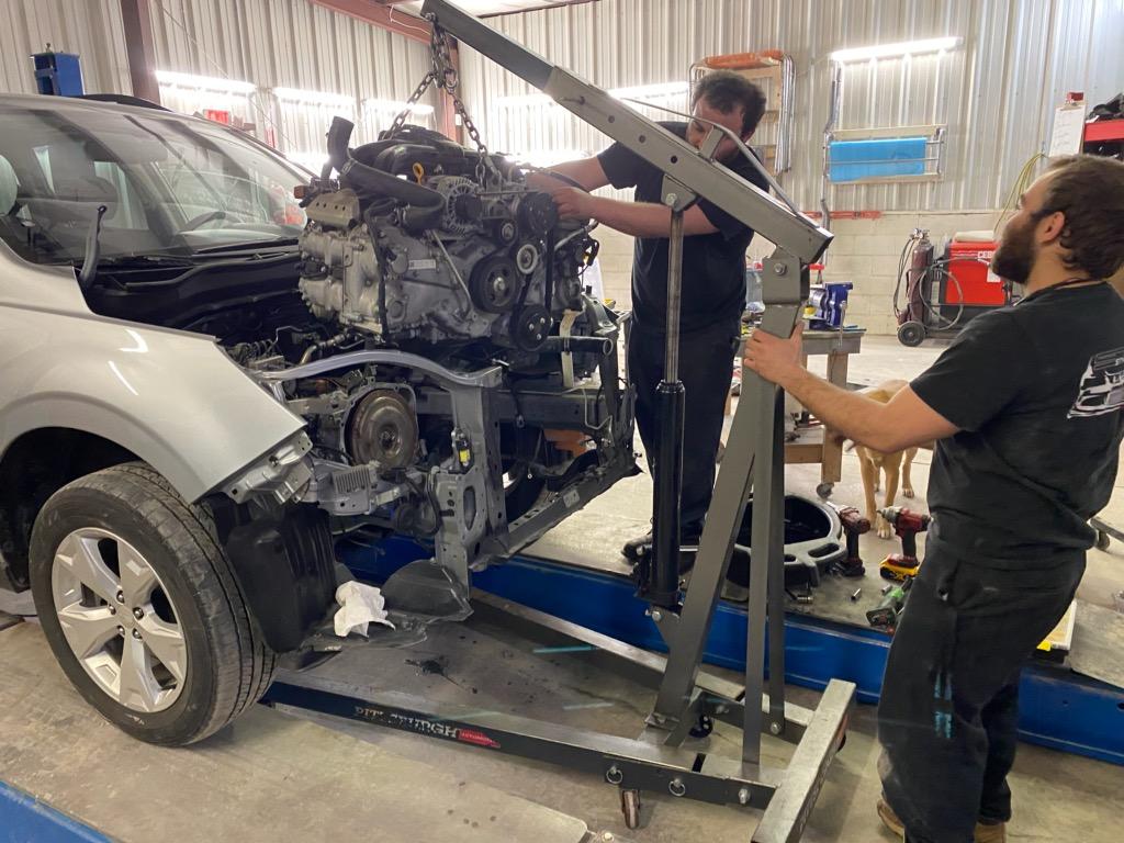 motor lift, car crash repair, auto body repair in Rochester